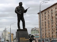 Η ζωή του εφευρέτη του Καλάσνικοφ γίνεται ταινία