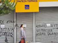 Πάτρα: Συγκέντρωση έξω από την Πειραιώς για τις απολύσεις
