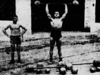 Κάνοντας βάρη στην Παναχαϊκή (το 1939)