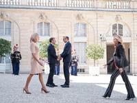Τι γράφουν στο facebook για την εμφάνιση της Μαρέβας Γκραμπόφσκι – Μητσοτάκη στο Παρίσι