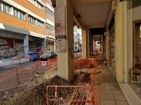 Εργοτάξιο τα πεζοδρόμια της Κανακάρη - Εργασίες περάσματος καλωδίου της ΔΕΗ