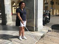 Παγκόσμια ημέρα λευκού μπαστουνιού σήμερα και η Μαρίνα περιγράφει τη ζωή της στην Πάτρα με το λευκό της μπαστούνι