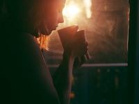 Αν πίνετε πολύ καφέ μπορεί να έχετε πονοκέφαλο