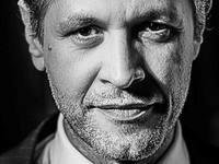 Ο Αιμίλιος Χειλάκης συγκλονίζει: «Είχα όγκο στη βάση του κρανίου…»