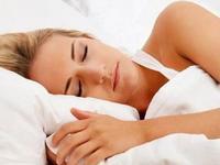 Αυτά είναι τα 6 μυστικά για καλύτερο ύπνο το καλοκαίρι
