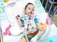 Ξεκίνησε από την Πάτρα για το ταξίδι ζωής αλλά... δεν ήρθε η γονιδιακή θεραπεία για τον μικρό Ηλία Στυλιανό