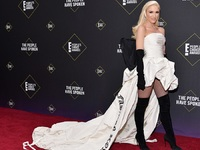 People's Choice Awards: Fashion Icon η Γκουέν Στεφάνι ως black & white extravaganza