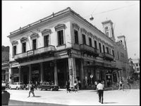 Αυτό το μέγαρο παραμένει ίδιο κι απαράλλακτο στην Πάτρα από το 1903!