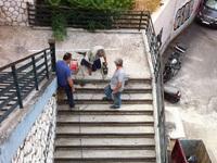 Δείτε τι έκαναν στις σκάλες της Τριών Ναυάρχων, που έπεφτε κόσμος