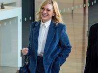 BeautySpy: Η so cool Κέιτ Μπλάνσετ με Mango κοστούμι στο Λονδίνο