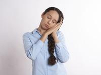 Λιγότερες από 7 ώρες ύπνου μπορεί να προκαλέσουν ψυχολογικά και σωματικά προβλήματα