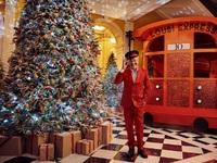 London calling! Claridge's, Harrods, Selfridges φόρεσαν τα γιορτινά τους