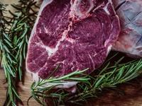 Στα ...μαχαίρια οι επιστήμονες για το κόκκινο κρέας