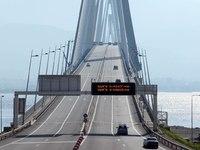 ΒΙΝΤΕΟ που κόβει την ανάσα: Μηχανή περνάει τη Γέφυρα με 300χλμ.!