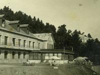 """Το θρυλικό ξενοδοχείο """"Βίλλα Ελάτεια"""" στη Φτέρη - Θέρετρο βασιλιάδων και μεγάλων προσωπικοτήτων"""