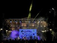 Πλήθος κόσμου γέμισε την πλατεία Συντάγματος για το ΚΕΘΕΑ – ΦΩΤΟ