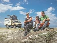 Οικογένεια από τη Θεσσαλονίκη θα κάνει τον γύρο του κόσμου σε.. 7 χρόνια