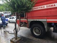 Πάτρα: Διαρροή καυσίμων από αυτοκίνητο στη Σμύρνης - Επί τόπου η πυροσβεστική