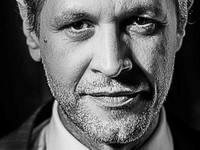 """Ο Αιμίλιος Χειλάκης αποκάλυψε στο """"μυστικό"""" της βραχνής φωνής του"""