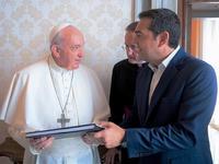 Ιδιόχειρη αφιέρωση Πάπα σε Τσίπρα: «Καλύτερες μας περιμένουν μέρες»