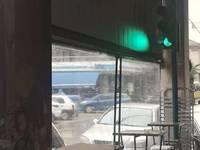 """Το φάναρι μέσα σε καφετέρια της Πάτρας """"τρέλανε"""" το διαδίκτυο"""