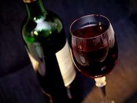 Έρευνα: 'Ενα ποτήρι κόκκινο κρασί αδυνατίζει όσο μία ώρα στο γυμναστήριο!
