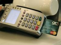 Τι αλλάζει στις πληρωμές με κάρτα και τις ανέπαφες συναλλαγές
