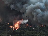 Μεγαλη αναζωπύρωση της φωτιάς στη Βαρυμπ...