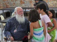 Η απρόσμενη βόλτα του Αρχιεπισκόπου Ιερώνυμου στα Τριζόνια