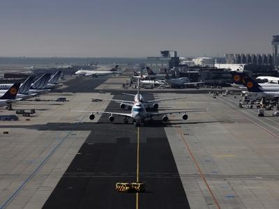 Θρίλερ με Αιγυπτιακό αεροσκάφος που προσ...