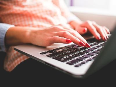 Κλείνουν ερωτικές… περιοδείες μέσω Facebook στην Πάτρα «αλιεύοντας» πελάτες