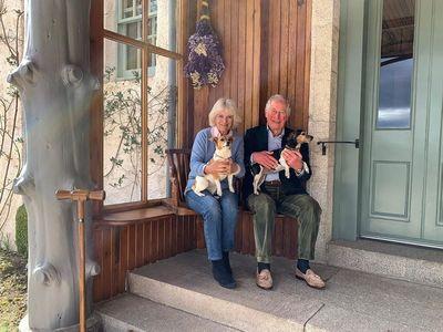 Πρίγκιπας Κάρολος- Καμίλα: Η φωτογραφία για την 15η επέτειο γάμου τους!