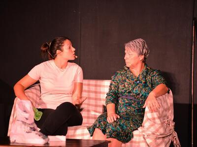 Με επιτυχία η παράσταση «Δυο γυναίκες χο...