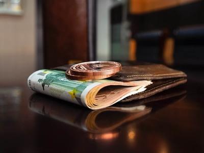 Περπατούσε στη Ρήγα Φεραίου και βρήκε 1.000 ευρώ!