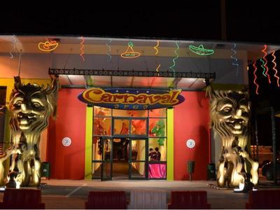 """Άνοιξε η """"Carnival Αrea"""" στο λιμάνι- Δείτε φωτογραφίες από το καρναβαλικό χωριό της Πάτρας"""
