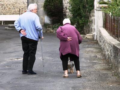 Πατέρας και γιος λήστεψαν ηλικιωμένους