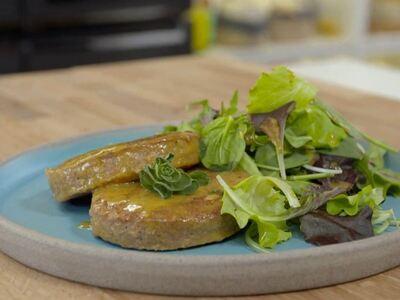 Λεμονάτα φυτικά μπιφτέκια με σάλτσα μουστάρδα
