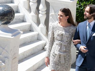 Η κούκλα του Μονακό, Σαρλότ Κασιράγκι παντρεύτηκε με mini dress Saint Laurent