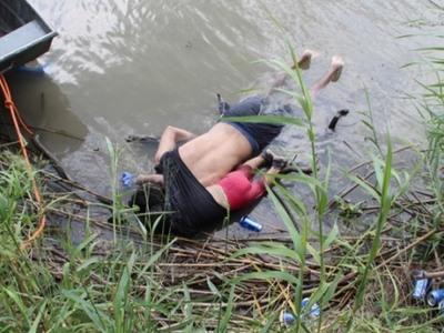 Κηδεύτηκαν ο μετανάστης πατέρας και η κόρη του που πνίγηκαν στον ποταμό Ρίο Μπράβο