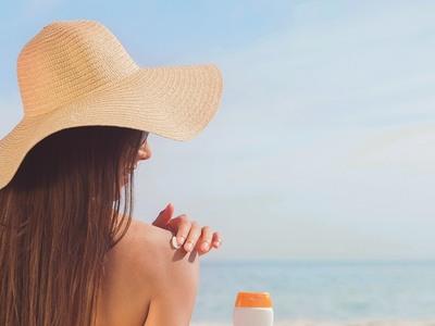Ήλιος: Πότε γίνεται εχθρός για το δέρμα μας