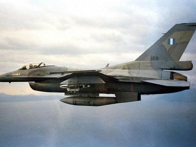 Θρίλερ με F16 – Έκανε αναγκαστική προσγε...