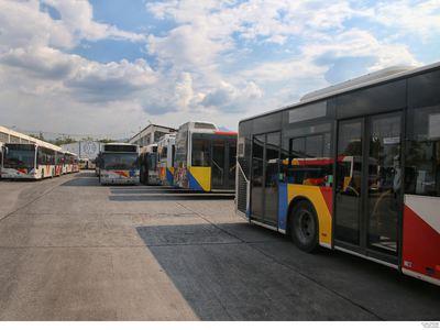 Ελεγκτής λεωφορείου σε αλλοδαπό επιβάτη:...