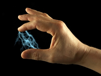 Όποιον και ό,τι ακουμπάτε σας χτυπάει στατικός ηλεκτρισμός; Δεν φαντάζεστε που οφείλεται