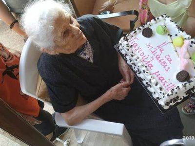 H γιαγιά Κατερίνα στην Κρέστενα έγινε αισίως 114 ετών