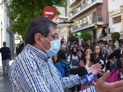 """Δήμαρχος Πατρέων σε μαθητές: """"Δεν ε..."""