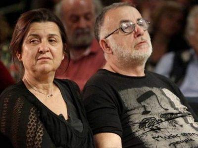 Την ώρα της συναυλίας στη μνήμη του Μικρούτσικου, η σύζυγός του έχανε και τον πατέρα της