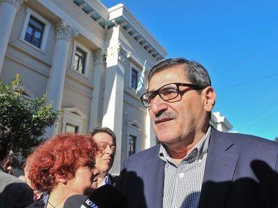 O Δήμαρχος Πατρέων στο πλευρό των απολυμένων εργαζομένων της Frigoglass
