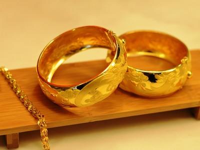 Της έκαναν αγωγή ζητώντας πίσω τα δώρα γάμου, επειδή χώρισε!