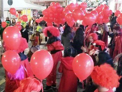 """Καρναβαλική """"κόκκινη νύχτα"""" στη Ζάκυνθο παρά την απαγόρευση- ΦΩΤΟ"""