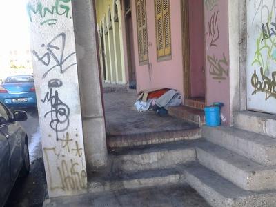 Πάτρα: Προβληματισμός με τον άστεγο άνδρ...